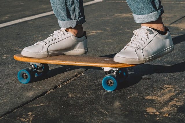 tips to stay safe while skateboard surfing